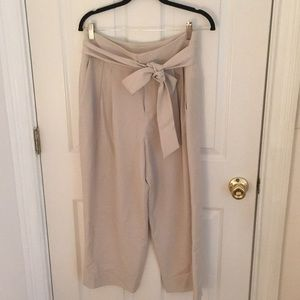 Club Monaco cropped trouser size 8 with belt